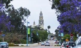 En ingång till balboaen parkerar på El Prado och Balboa Arkivfoto
