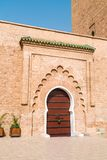 En ingångsdörr av Koutoubia-moskén Arkivfoto