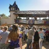 En ingångslinje på den Arizona renässansfestivalen Arkivbilder