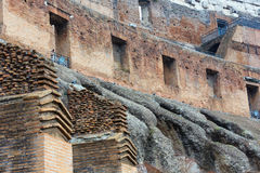 En inre sikt av Colosseum i Rome Arkivfoton