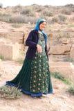 En iransk kvinna med en typisk dräkt royaltyfri bild