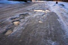 En iskall väg i bostadsområde Royaltyfri Foto