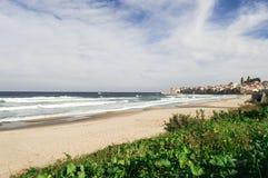 En italiensk härlig strand i Sicilien, turist- ställe, sommartid Royaltyfria Foton