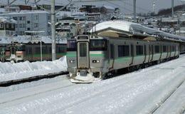 En järnvägsstation i en Japan stad Arkivfoton