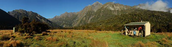 En jaktkabin i berg Royaltyfri Fotografi