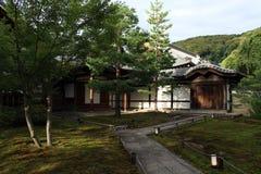 En japansk trädgård inom det Kodaiji tempelkomplexet i Kyoto, Japan royaltyfria foton