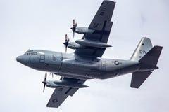 En JMSDF C-130 Hercules i flykten Royaltyfri Fotografi