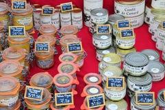 En Josas, Francia di Jouy - 5 giugno 2016: mercato gastronomico Fotografie Stock