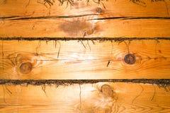 En journal av trä gammalt och sprucket Yttersidan är grov och ojämn Royaltyfria Bilder