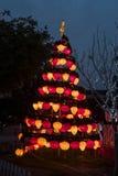 En julgran som göras av ficklampor Hoian stad Royaltyfri Fotografi