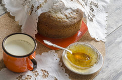 En kaka som göras av majsmjöl. Retro stil. Arkivbilder
