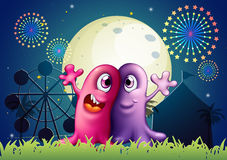 En karneval med två enögda monster Arkivfoton