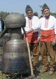 En Kazan på festivalen för Kazanlak rosolja arkivfoton