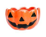En keramisk kopp med pumpa halloween vänder mot form royaltyfria foton
