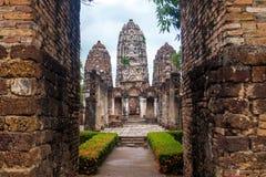 En khmertempel i Sukhothai, Thailand Arkivbild