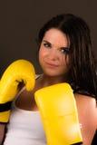 Härlig kvinnlig boxare Arkivfoto