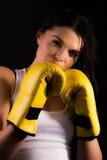 Härlig kvinnlig boxare Arkivbild