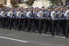 En Kiev en desfile de los militares de Khreshchatyk Imagen de archivo