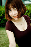 En kinesisk flicka i trädgården Royaltyfri Foto