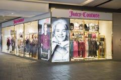 En klänning shoppar royaltyfri bild