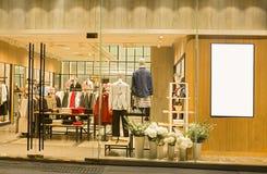 En klänning shoppar arkivfoton