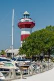 En klar blå himmel presenterar hamnstadfyren - berömt l arkivfoton