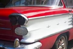 En klassisk bil i Kuba Arkivfoto