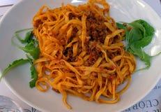 En klassisk traditionell italiensk maträtt, ragu som all är bolognese, med tagliatelle Royaltyfri Foto