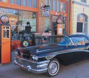 En klassiska svarta Buick i Lowell, Arizona royaltyfria foton