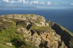 En klippa på Sliabh Liag, Co Donegal på en solig dag fotografering för bildbyråer