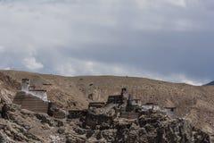 En kloster överst av kullen i Ladakh Fotografering för Bildbyråer
