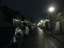En knaprig afton på gatorna av Groningen, Nederländerna royaltyfri foto