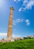 En kolonn av den Zeus templet i Aten, Grekland Royaltyfria Bilder