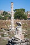 En kolonn av templet av Artemis på Ephesus Arkivbild