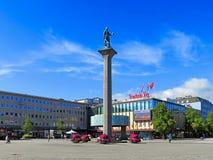 En kolonn med en skulptur av Olav Tryggvason Arkivfoto