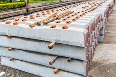 En konkret längsgående stödbjälke för järnvägband royaltyfria bilder