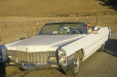 En konvertibla Cadillac, Kalifornien royaltyfri bild