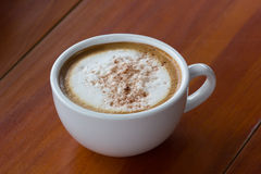 En kopp av Capuchino kaffe Royaltyfria Bilder