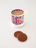 En kopp av engelska te och kexar Royaltyfria Foton