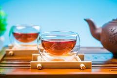 En kopp av helt te för bladlapsangsouchong, ett rikt rökigt smaksatt te royaltyfri foto