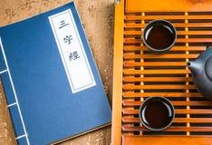 En kopp av helt te för bladlapsangsouchong, ett rikt rökigt smaksatt te royaltyfri fotografi