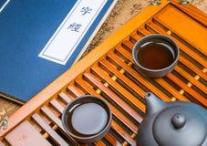 En kopp av helt te för bladlapsangsouchong, ett rikt rökigt smaksatt te royaltyfria bilder