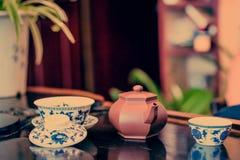 En kopp av helt te för bladlapsangsouchong, ett rikt rökigt smaksatt te arkivbilder