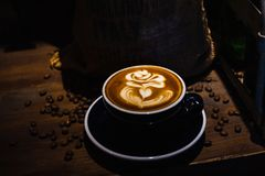 En kopp av kaf?latte arkivfoto