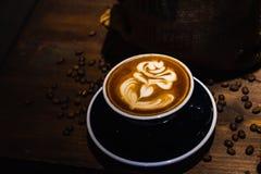 En kopp av kaf?latte royaltyfri foto