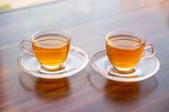 En kopp av parfymerat te på tabellen royaltyfri bild