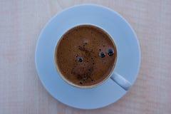 En kopp av turkiskt kaffe i Istanbul, Turkiet royaltyfri fotografi