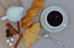 En kopp kaffe för frukost Fotografering för Bildbyråer