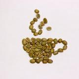 En kopp kaffe från gröna kaffebönor på en backgr för vit fyrkant Royaltyfri Foto
