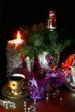 En kopp kaffe i julsammansättning Arkivfoton